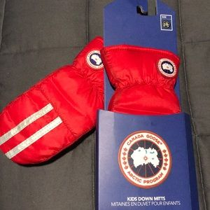CANADA GOOSE KIDS DOWN MITTS size LG/XL